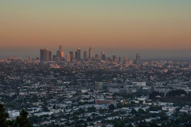 Zonsondergang los angeles. prachtig uitzicht op de nachtstad
