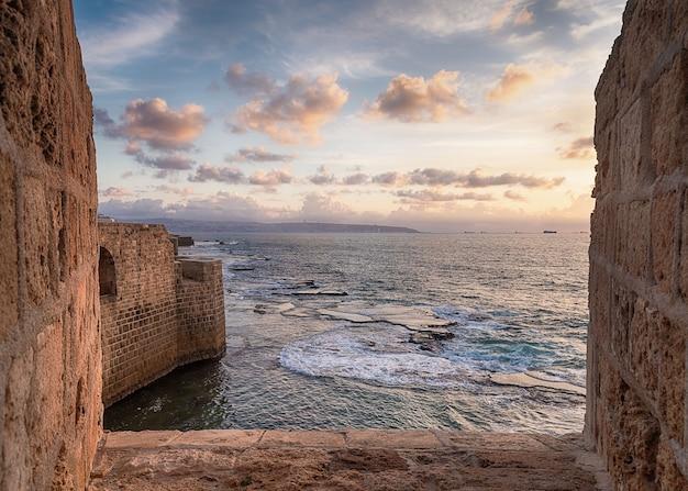 Zonsondergang op de middellandse zeekust, israël