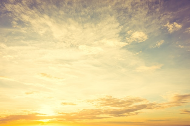 Zonsondergang op hemel