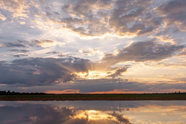Zonsondergang op het meer