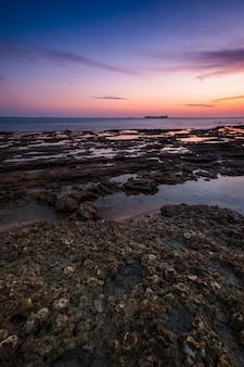 Zonsondergang op het strand van chiclana