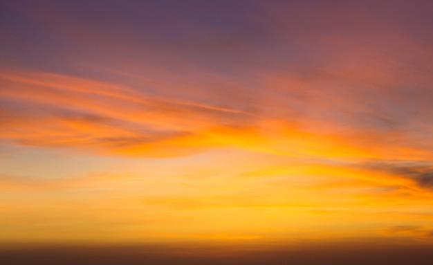 Zonsondergang op oceaan in zanzibar