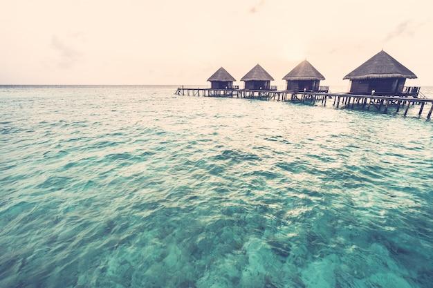 Zonsondergang over maldiven eiland