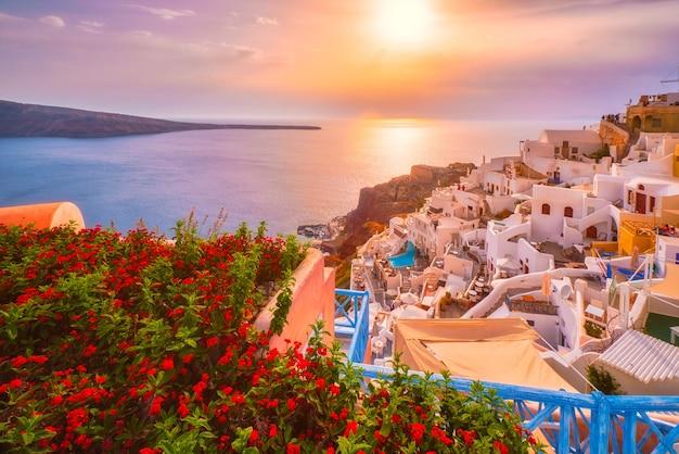 Zonsondergang over oia stad op het eiland santorini in de zomer santorini griekenland