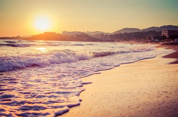 Zonsondergang over zee