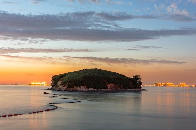 Zonsondergang van daebu-eiland in incheon, zuid-korea.