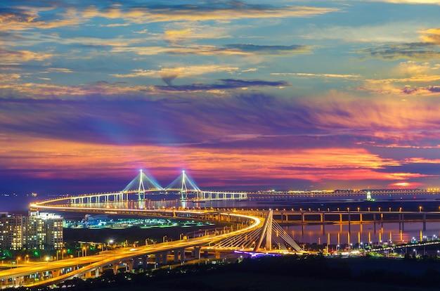 Zonsondergang van incheon-brug, zuid-korea