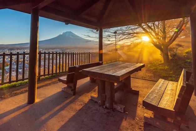 Zonsondergang van kawaguchiko-meer, fuji-berg, japan