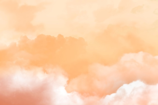 Zonsondergangachtergrond met lucht en wolken