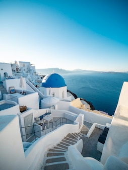Zonsondergangmening van oia, santorini-eiland, griekenland.