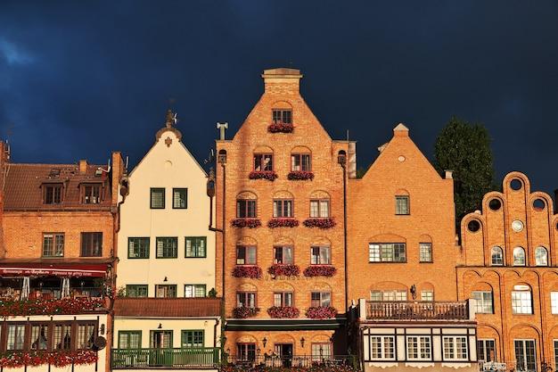 Zonsopgang bij gdansk in noord-polen