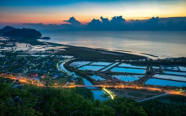 Zonsopgang bij khao daeng-gezichtspunt, sam roi yot nationaal park dichtbij hua hin, thailand