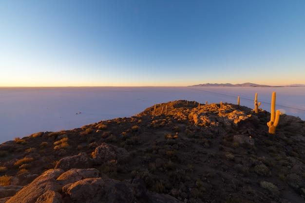 Zonsopgang boven uyuni salt fl, bolivia