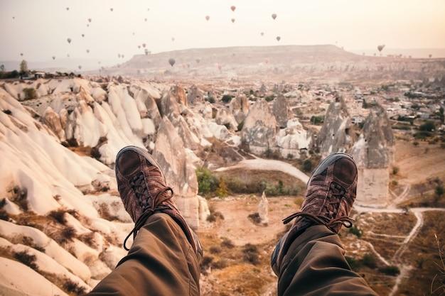 Zonsopgang in de prachtige bergen van cappadocië
