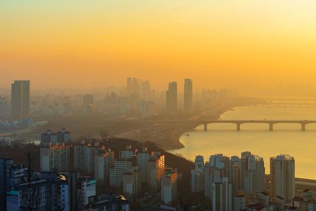 Zonsopgang van de stad van seoel, zuid-korea.