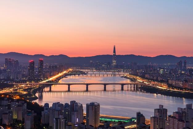 Zonsopgangochtend bij han river in seoel zuid-korea