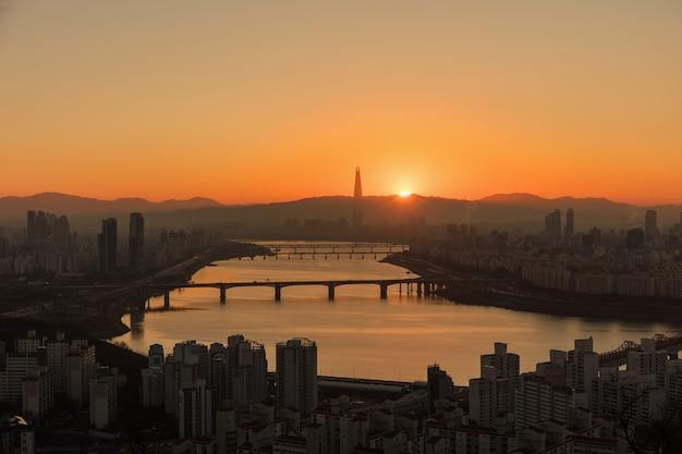 Zonsopgangochtend bij hanriver van seoel zuid-korea