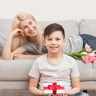 Zoon verrassende moeder op moederdag