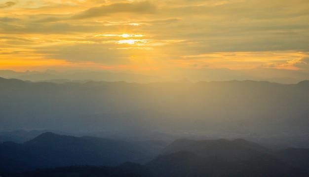 Zorg ervoor dat de hemelklonten er geweldig en mooi uitzien, vooraleer de zonwering verlicht is.