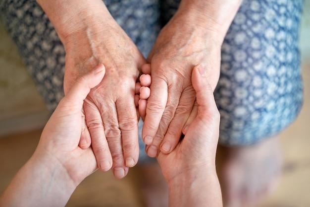 Zorg voor de oudere generatie zorg voor ouderen zorg voor ouderen over ouders grootouders