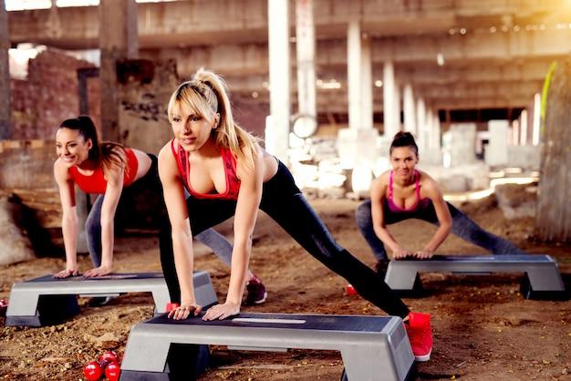 Zorgen voor gezondheid met de beste oefeningen die je metabolisme helpen. trainen in een groep is productiever.