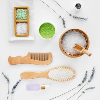 Zout en haarborstels spa natuurlijke cosmetica