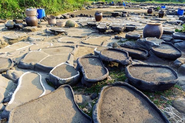 Zout pan. met een geschiedenis van meer dan duizend jaar, hainan, china.