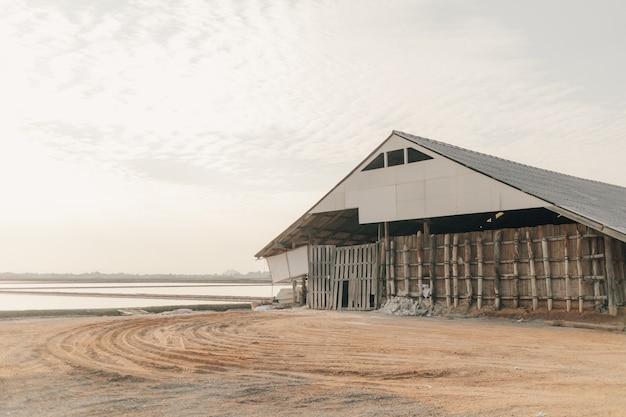 Zoutschuur voor het opslaan van zeezout in zeeboerderij
