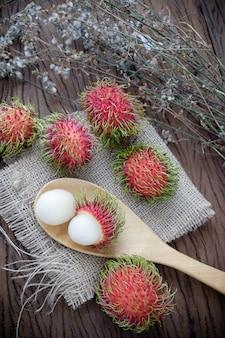 Zuid-aziatische fruit-ramboetan omhulsel.