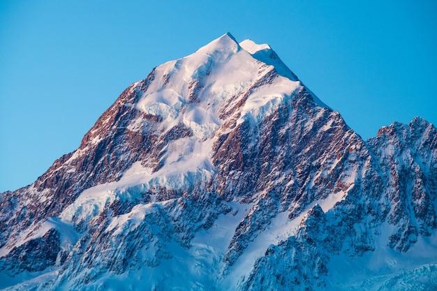 Zuidwand van aoraki mount cook in alpenglow aoraki mount cook national park