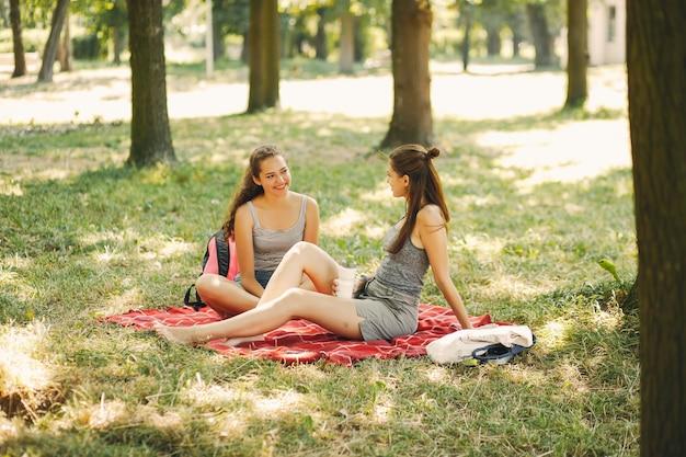 Zussen in een park