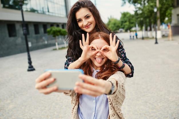 Zussen maken selfie