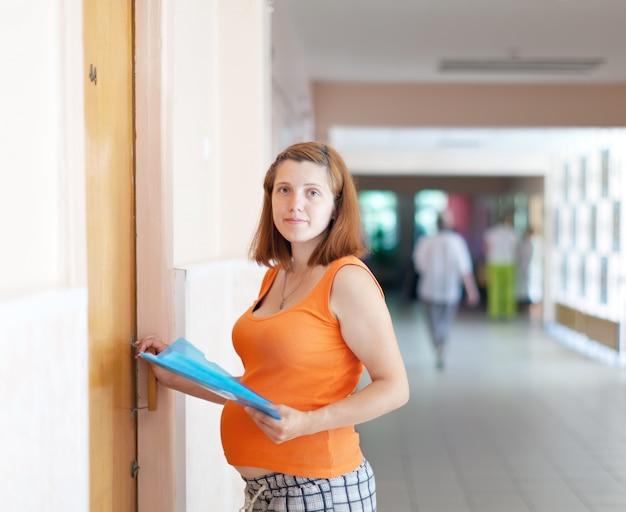 Zwangere vrouw komt naar de dokter