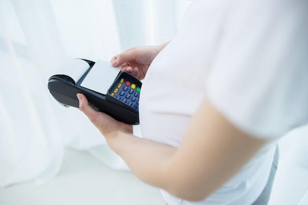 Zwangere vrouw online kopen met terminal