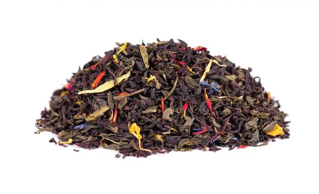 Zwart en groene ceylon thee met droge bloemen