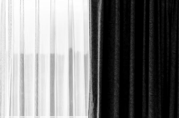 Zwart en wit gordijn met een kopie-ruimte