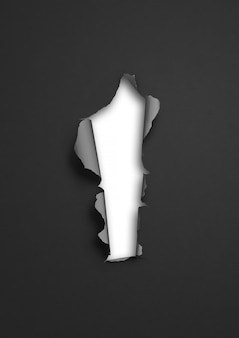 Zwart gescheurd papier met wit gat