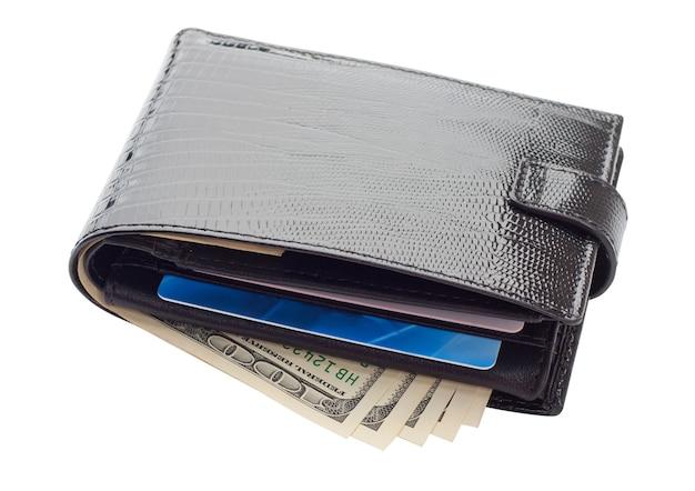 Zwart lederen portemonnee met kaarten en geld. geïsoleerd op wit