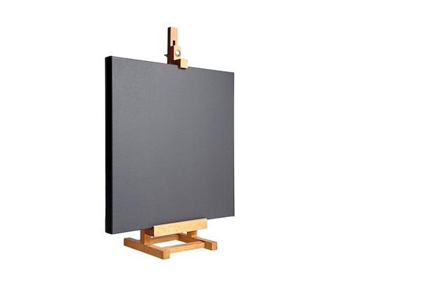 Zwart leeg katoenen canvas gespannen op subframe en een houten geïsoleerde tafelezel