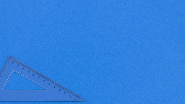 Zwart-wit blauwe exemplaar ruimteachtergrond en transparante heerser
