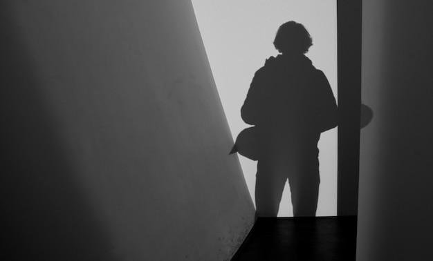Zwart-wit foto van een silhouet