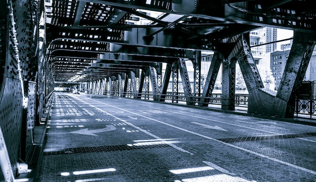 Zwart-wit van brug de van de binnenstad van chicago