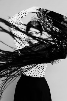 Zwart-witte sjaal van flamenca bewegende manilla