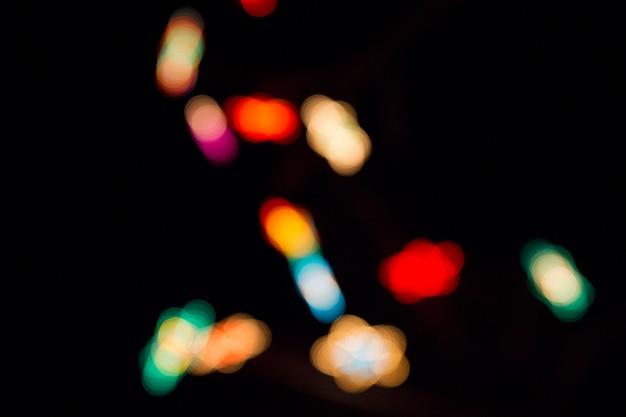 Zwarte achtergrond met onscherp lichten