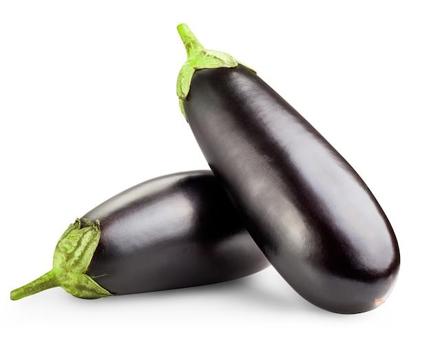 Zwarte aubergines geïsoleerd op wit
