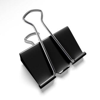 Zwarte bindmiddelclip op een geïsoleerd wit