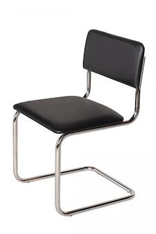 Zwarte bureaustoel op wit wordt geïsoleerd