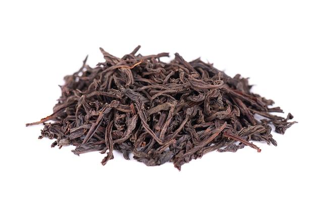 Zwarte ceylon-thee met bergamot, die op witte achtergrond wordt geïsoleerd.