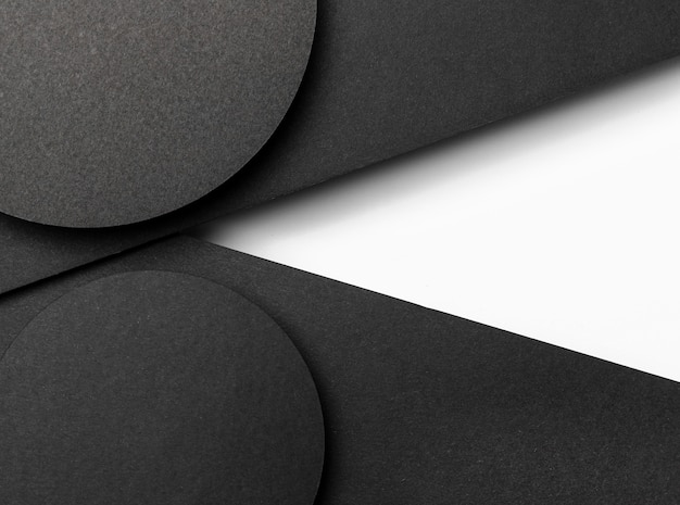 Zwarte cirkelvormige lagen papier