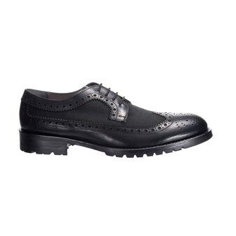 Zwarte combinatie schoenen voor mannen van stof en leer geïsoleerd op een wit oppervlak